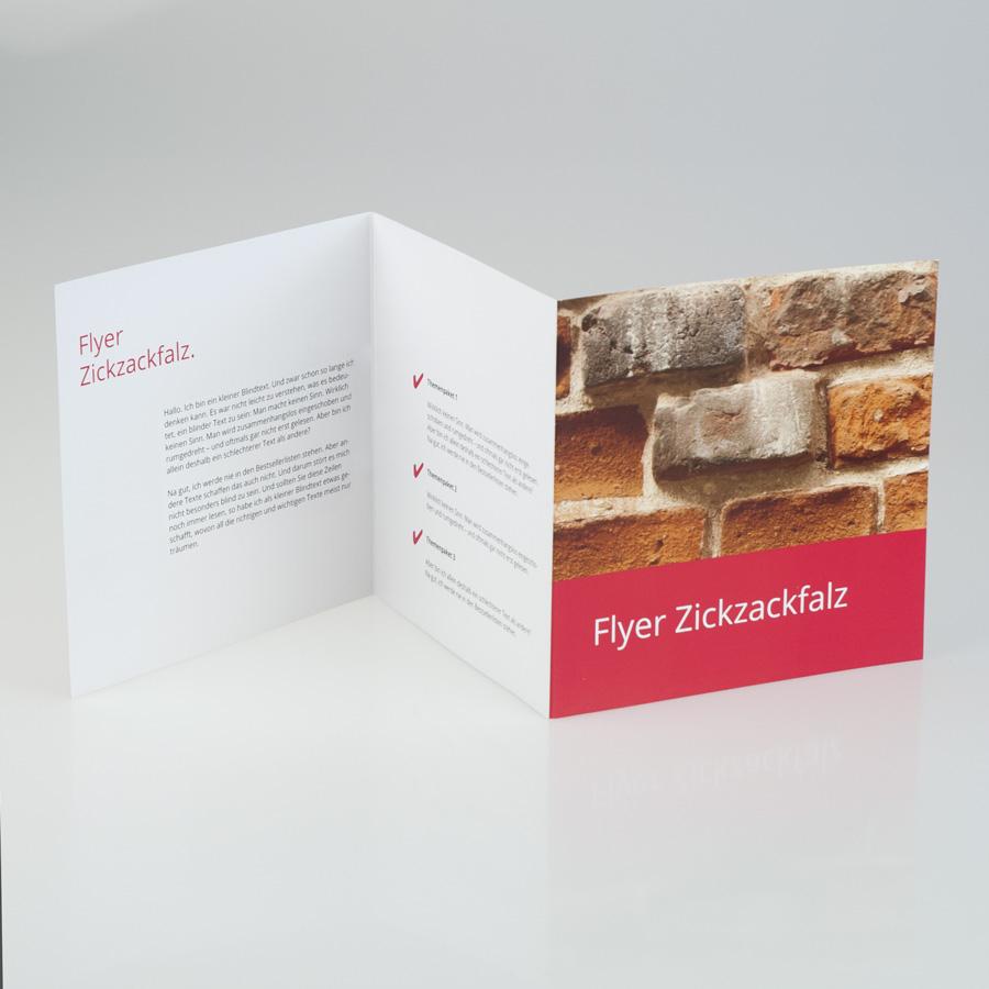 Flyer Zickzackfalz offen